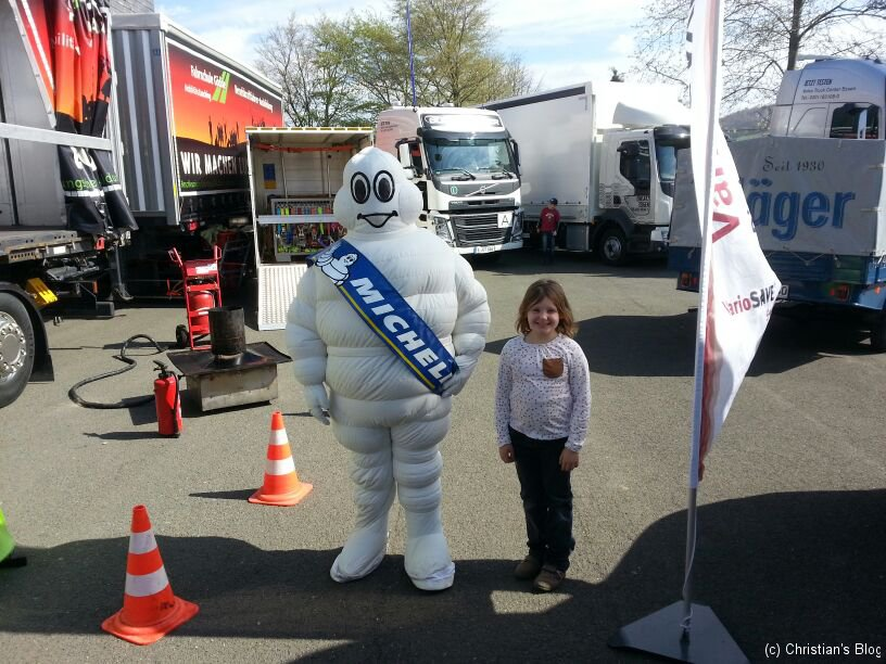 Leonie mit dem Michelinmännchen
