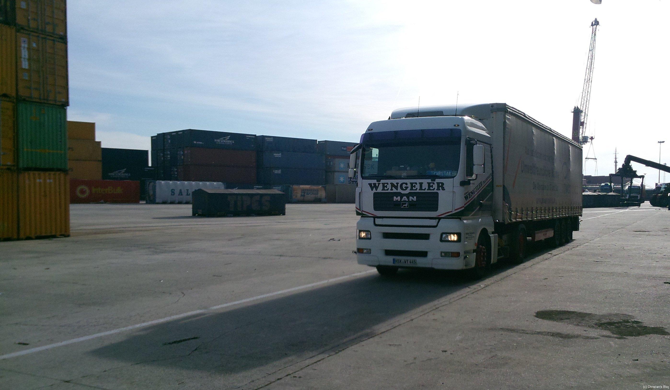 Da stehe ich in Gent im Hafen
